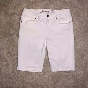 5/$20 Seven7 size 8 white cropped jeans